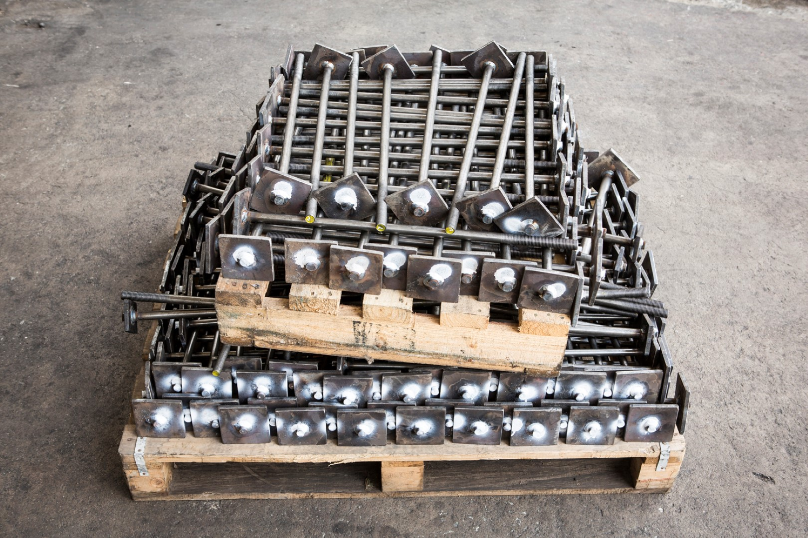 Foundation bolt with welded steel plate, packed on a pallet
