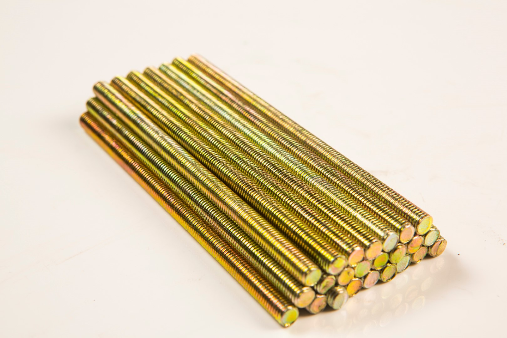 Steel threaded rod with yellow passivate electro plating, also known as fully-threaded bar or threaded stud